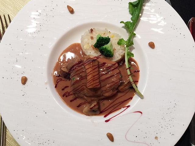 ラ・ロシェルのランチメイン料理