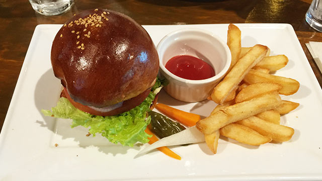 武蔵小山ハイマットカフェのハンバーガー