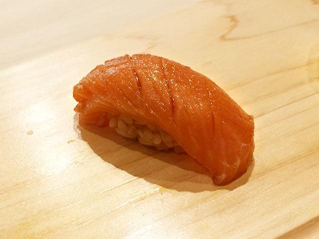 六本木の寿司屋 村瀬のマスの漬け