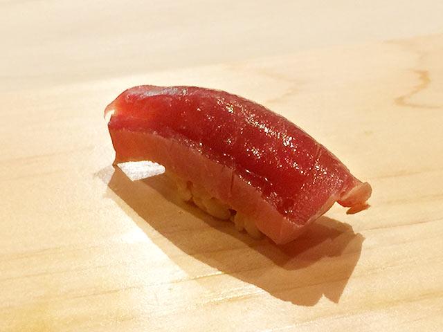 六本木の寿司屋 村瀬のマグロ赤身の漬け