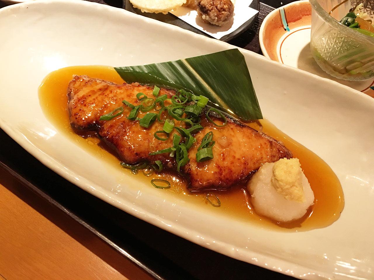 青葉台「ひいらぎ」の煮魚
