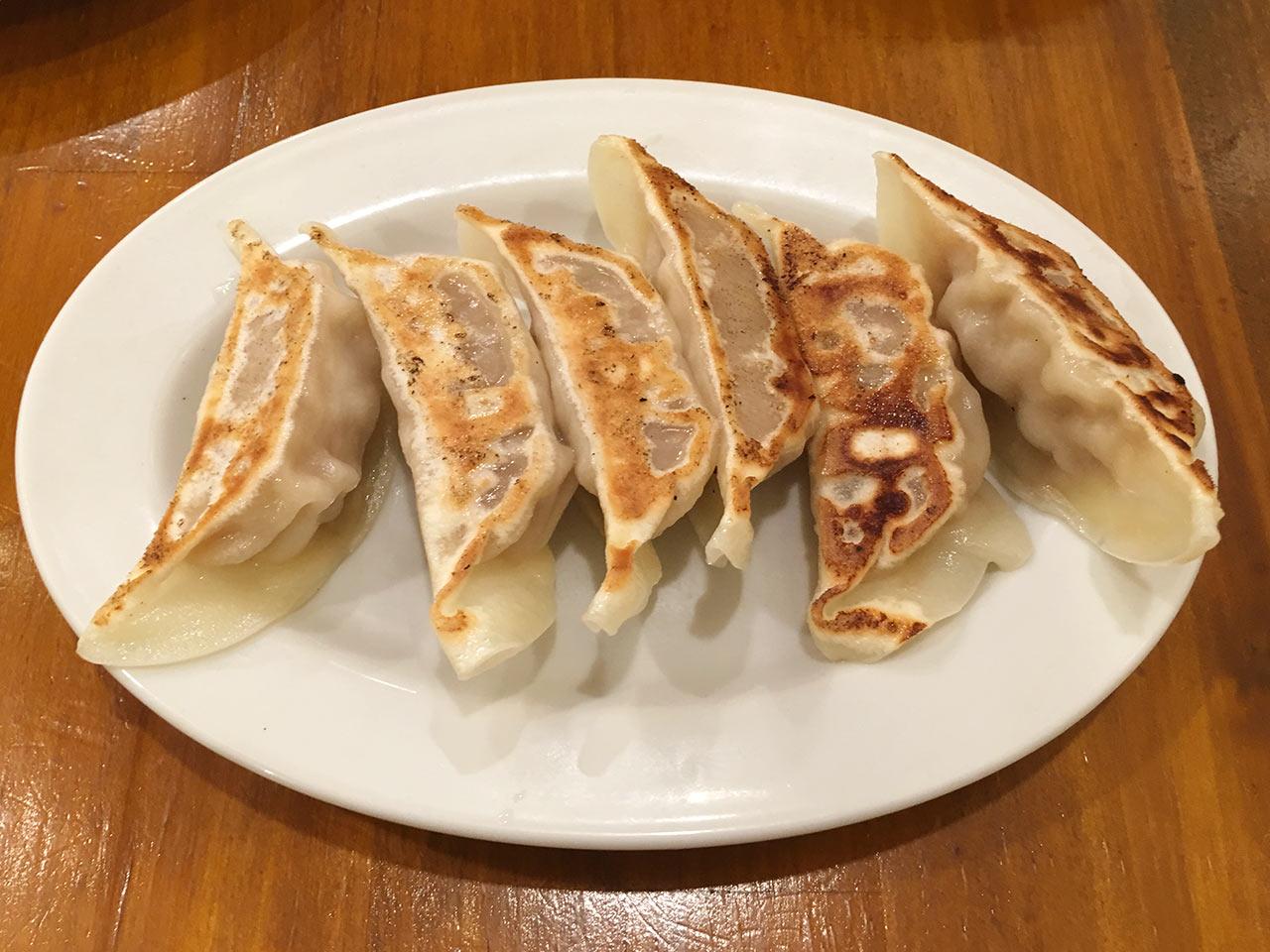 武蔵小山の餃子屋ふく肉の焼き餃子