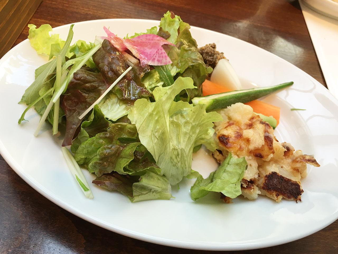 恵比寿山の上バルのサラダ