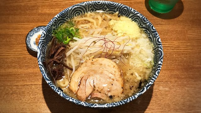 武蔵小山のラーメン屋「爆龍(ハゼリュウ)」の中華そばがうますぎ!背脂乗ってるのにさっぱり食べられる!