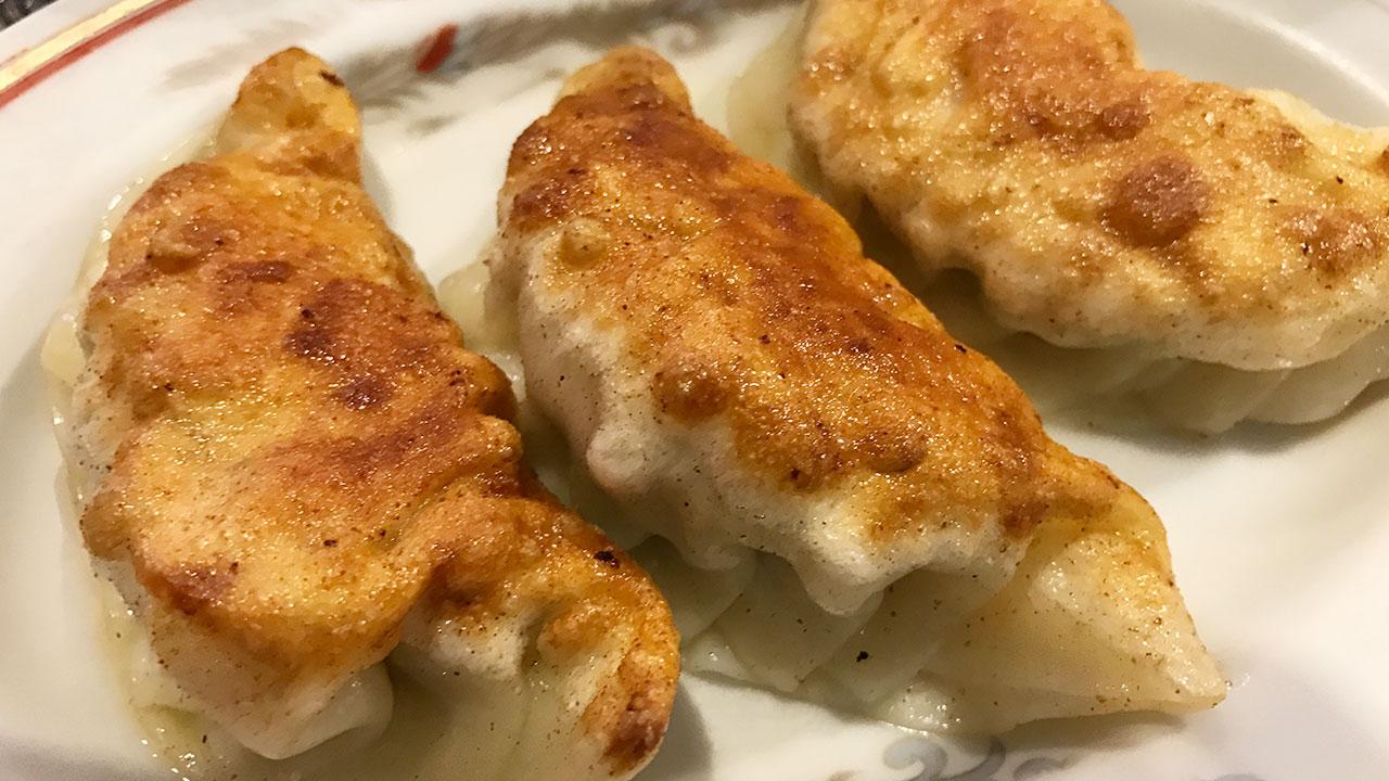 目黒「鎮海楼」の餃子がうますぎ!4種類の海老入り餃子を堪能!