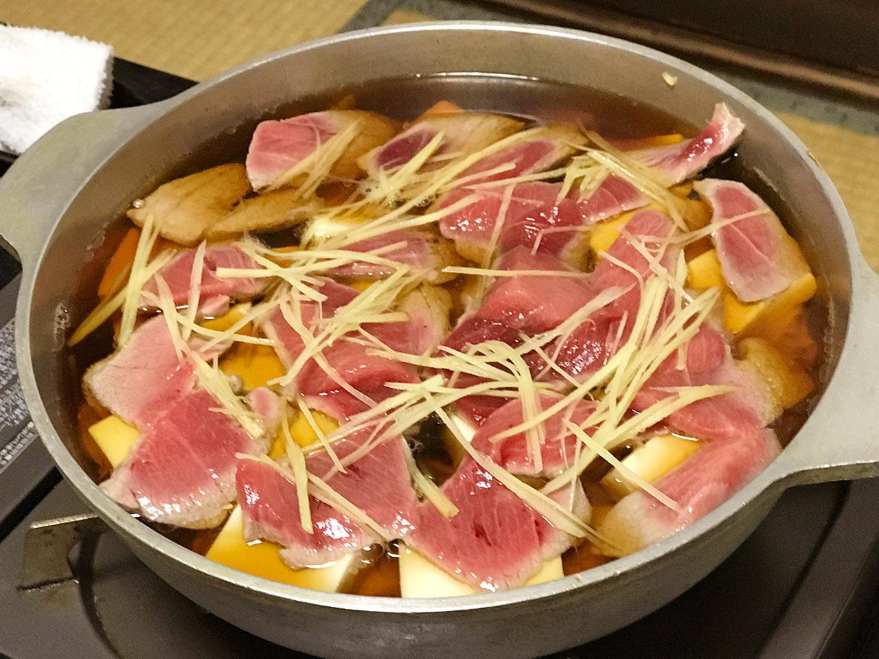 木場「一穂」のねぎま鍋の調理前