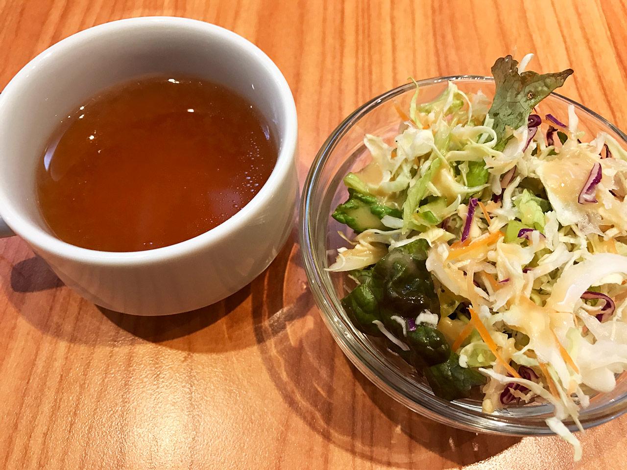 武蔵小山「くいしんぼ」のセットのサラダとスープ
