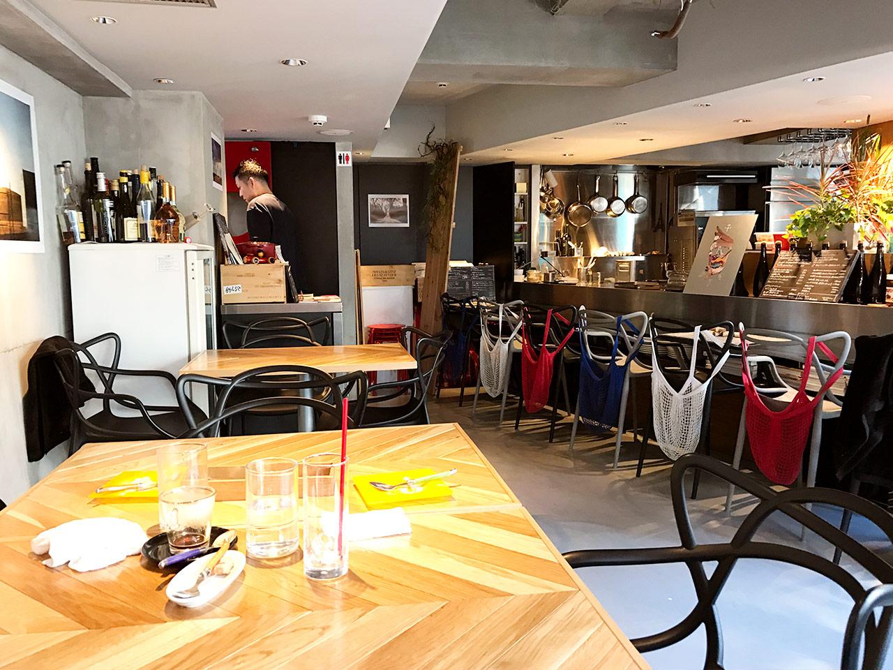 三軒茶屋「マルノワ」の店内
