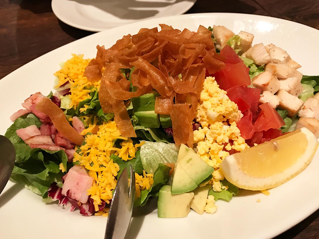恵比寿「ブラッカウズ」のコブサラダ