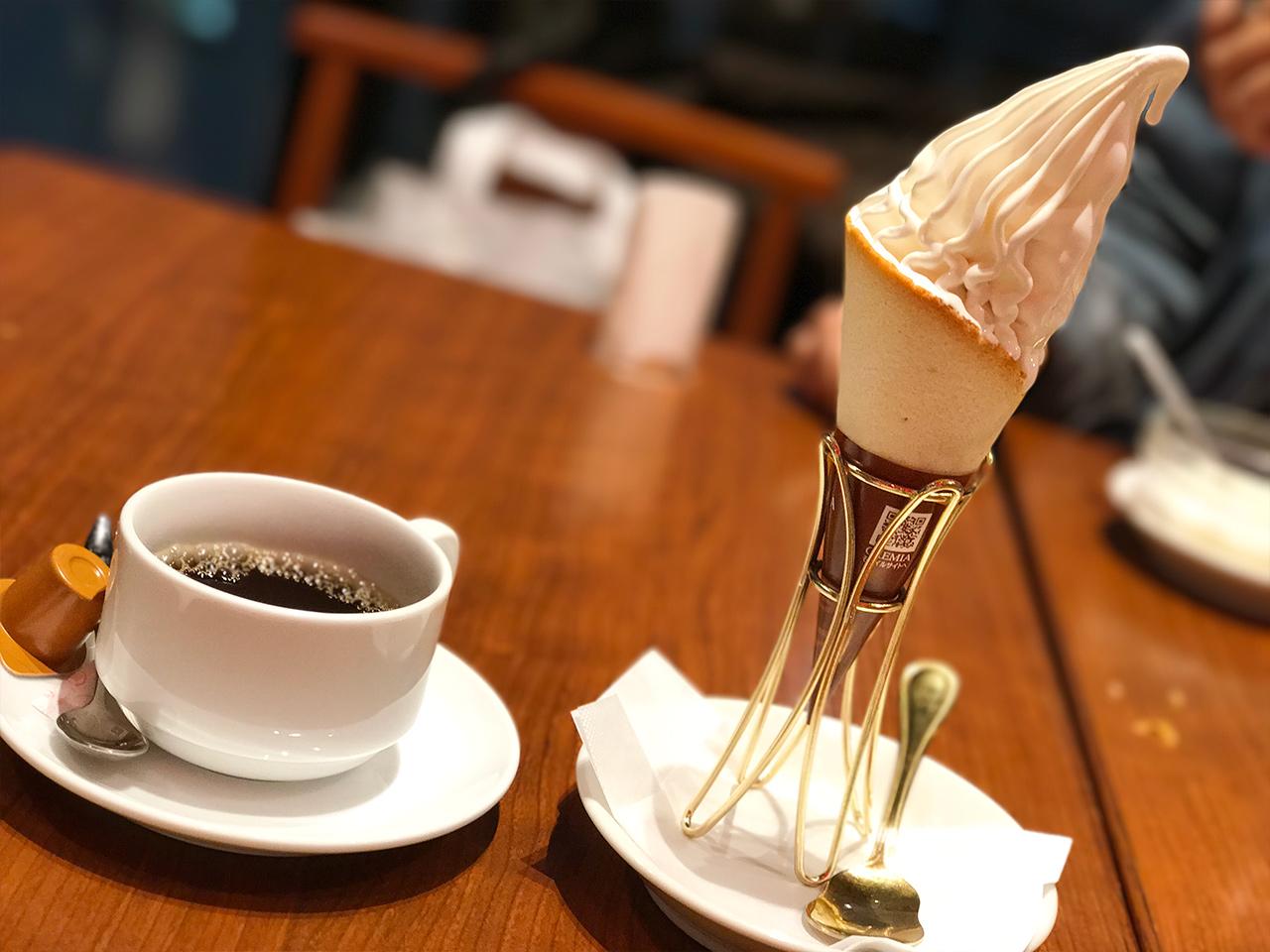 銀座「天龍」のソフトクリームとホットコーヒー