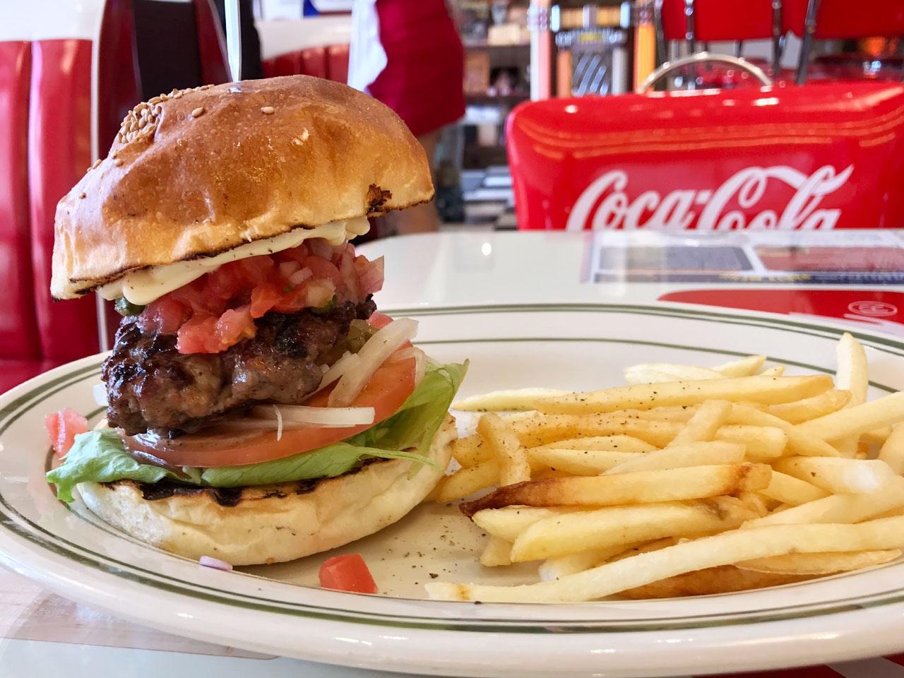 ハンバーガー屋「PENNY'S DINER」のハンバーガーセット