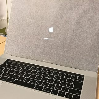 MacBook Pro Late 2016を購入!サクサク動いて快適だし、Touch Barが思ったより便利!