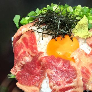 赤坂見附で馬肉ランチ!「馬に魚に」で「特製霜降りの月見丼」