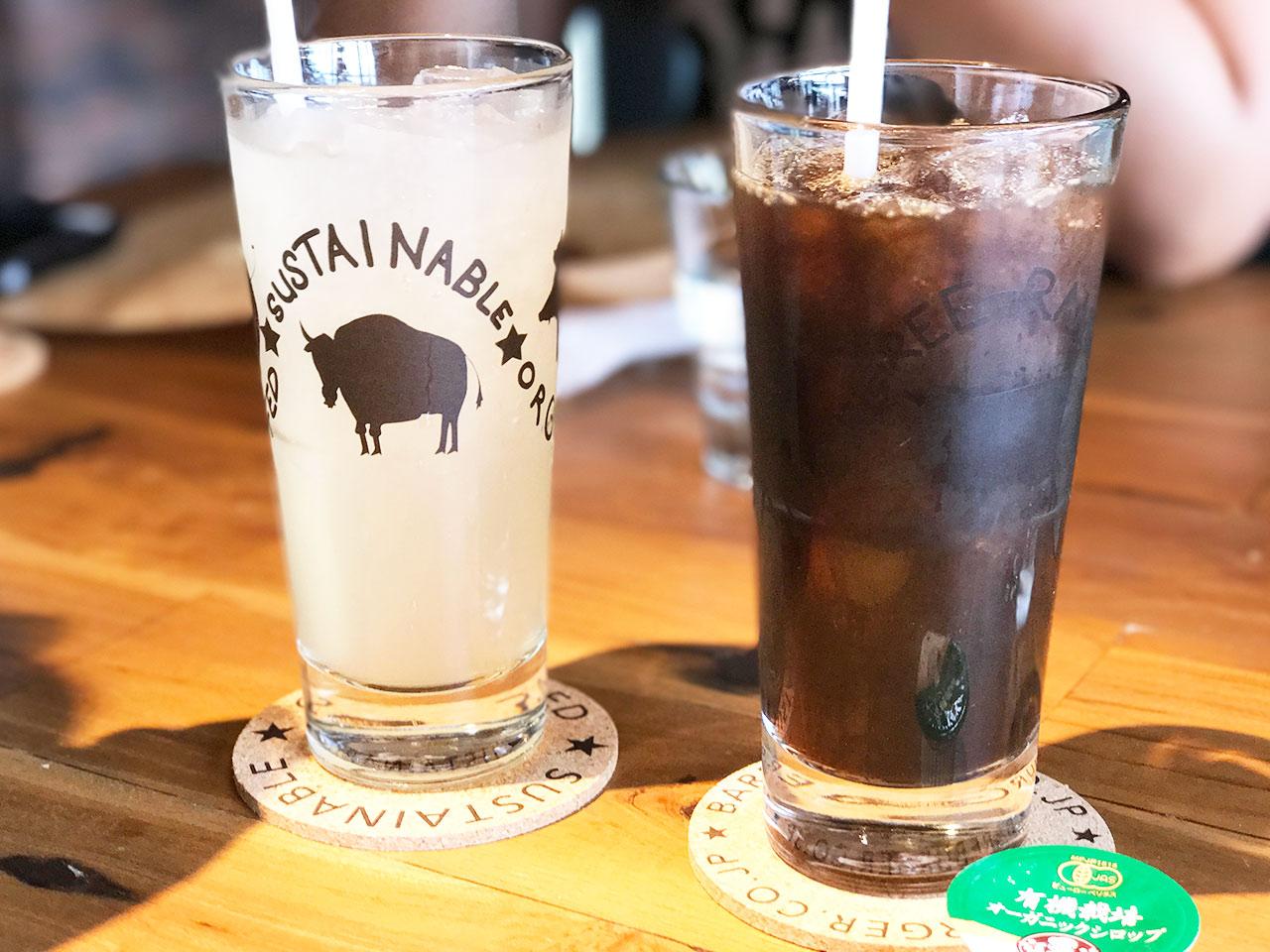 ベアバーガーのレモネードとアイスコーヒー
