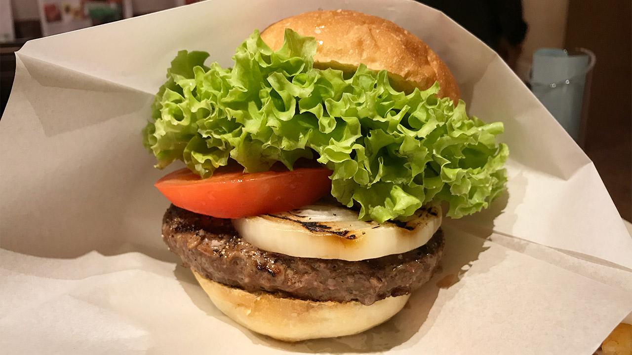 南青山「ハラカラ。」のスタンダードなハンバーガーも最高のうまさでした!