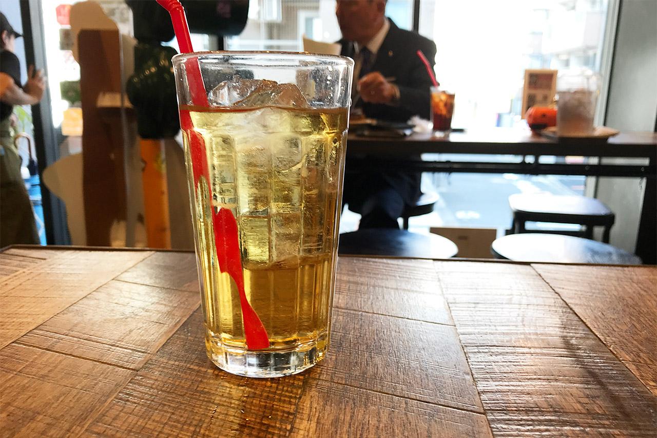 マンチズバーガーシャックのアップルジュース