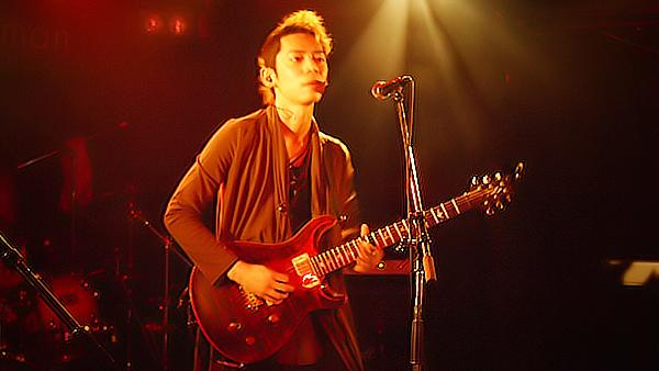 【雑記】最近のギタリストのギターを持つ位置があがってきてる件