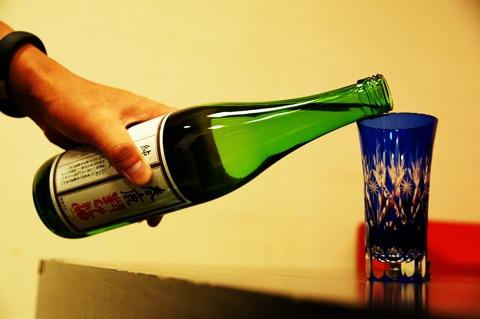 奈良の日本酒「春鹿」の「純米吟醸 封印酒」をみんなで飲んだぞ!(@mu_ne3)