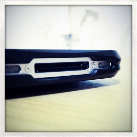 iPhoneケースを買う時にスピーカーをふさげるかどうかチェックした方がいい