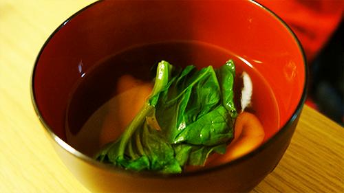今年の雑煮は鰹節で出汁をとった醤油ベースの具少なめ雑煮 #マイ雑煮