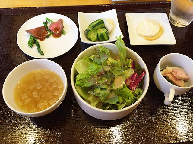レトロワの前菜とサラダとスープ