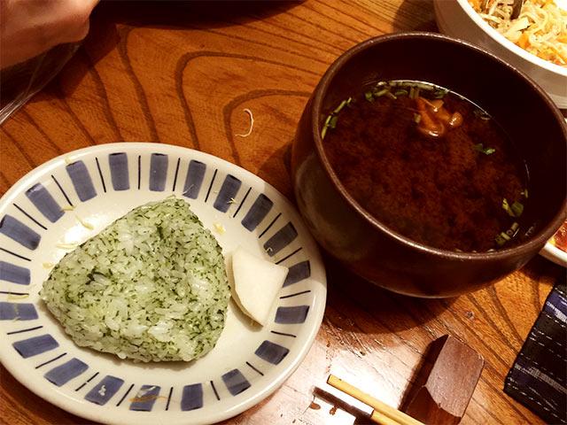 渋谷かつ吉のおにぎりと赤出汁
