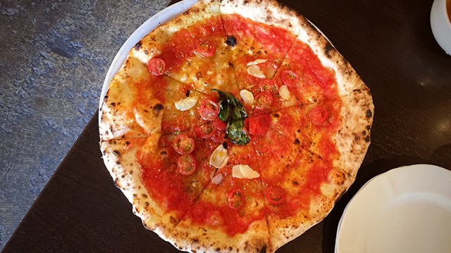 目黒本町のPizzeria la Rossaで石釜焼きの本格的なピザを食べてきました!