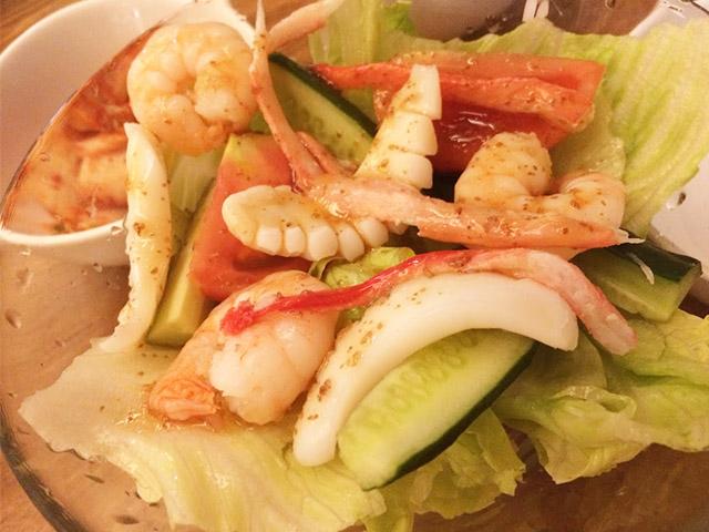 KAMUKURA DiNiNGの海鮮サラダ