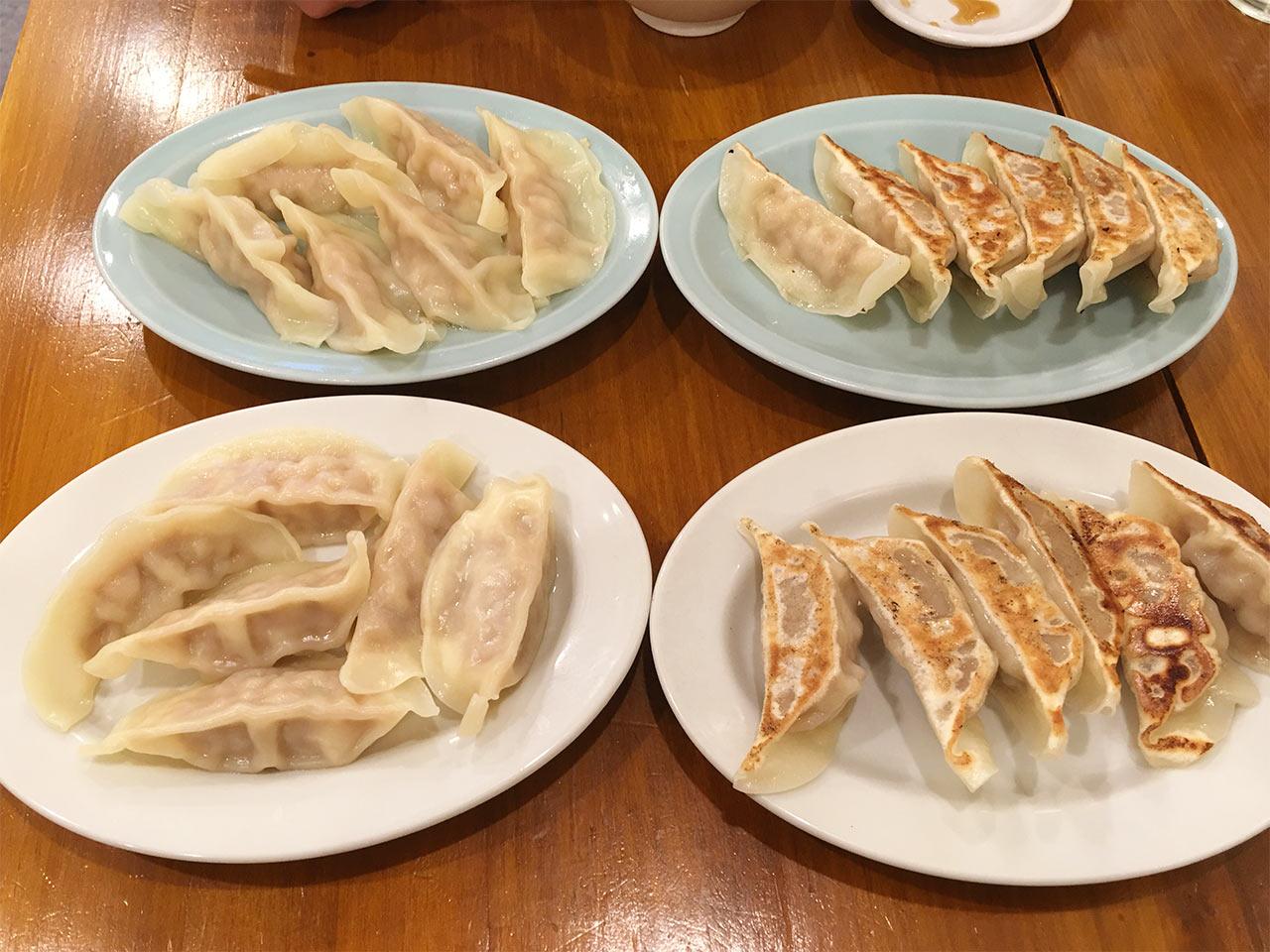 武蔵小山の餃子屋ふく肉の焼き餃子と水餃子