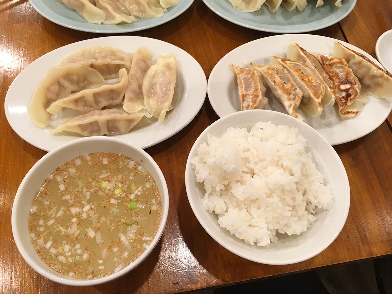 武蔵小山の餃子屋ふく肉の餃子W定食