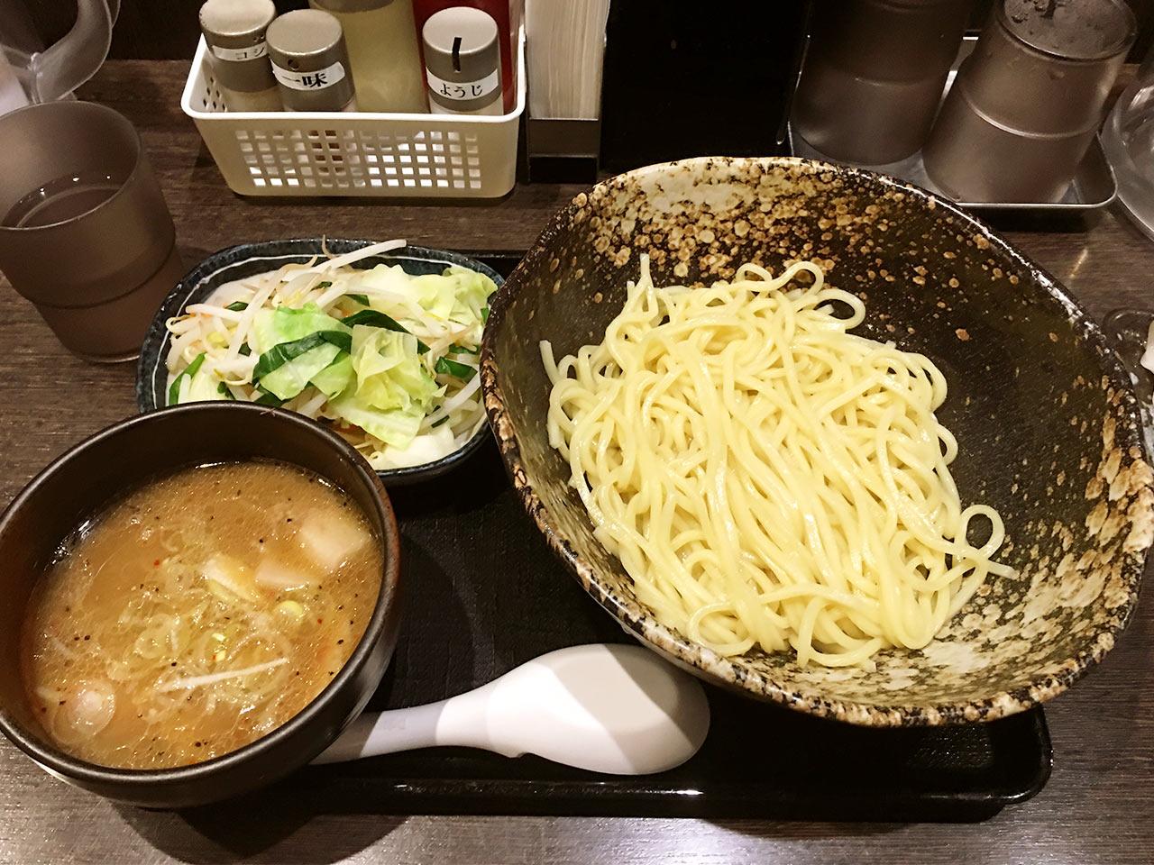 三ツ矢堂製麺の野菜たっぷりつけめん