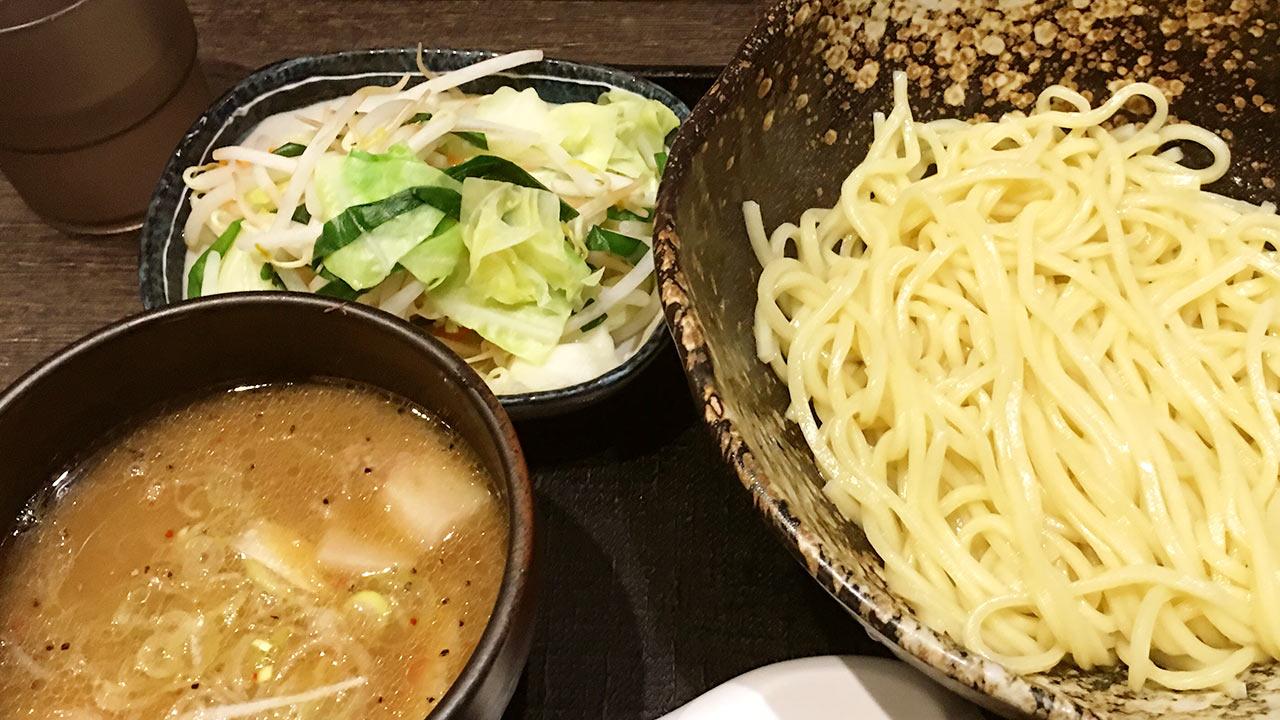 三ツ矢堂製麺の野菜たっぷりつけめんがうまいので通ってます