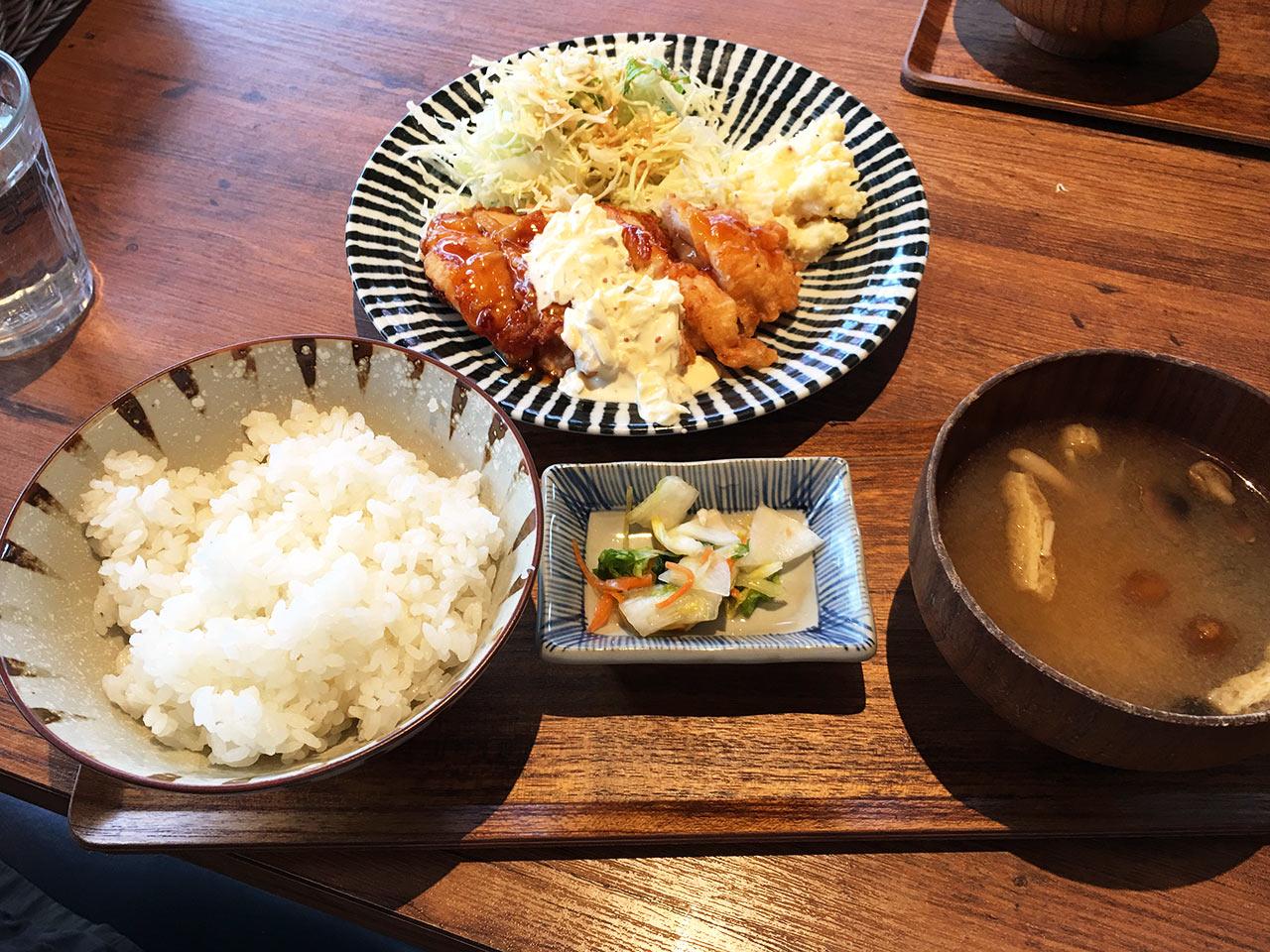 渋谷802のチキン南蛮定食