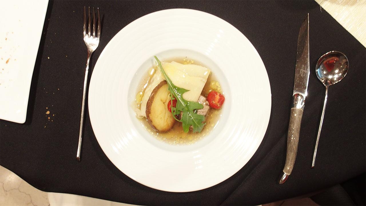 ラ・ロシェル山王の鹿児島フェアの六白黒豚肩ロース肉のやわらか煮込み 薩摩ガルビュール仕立てを真上から