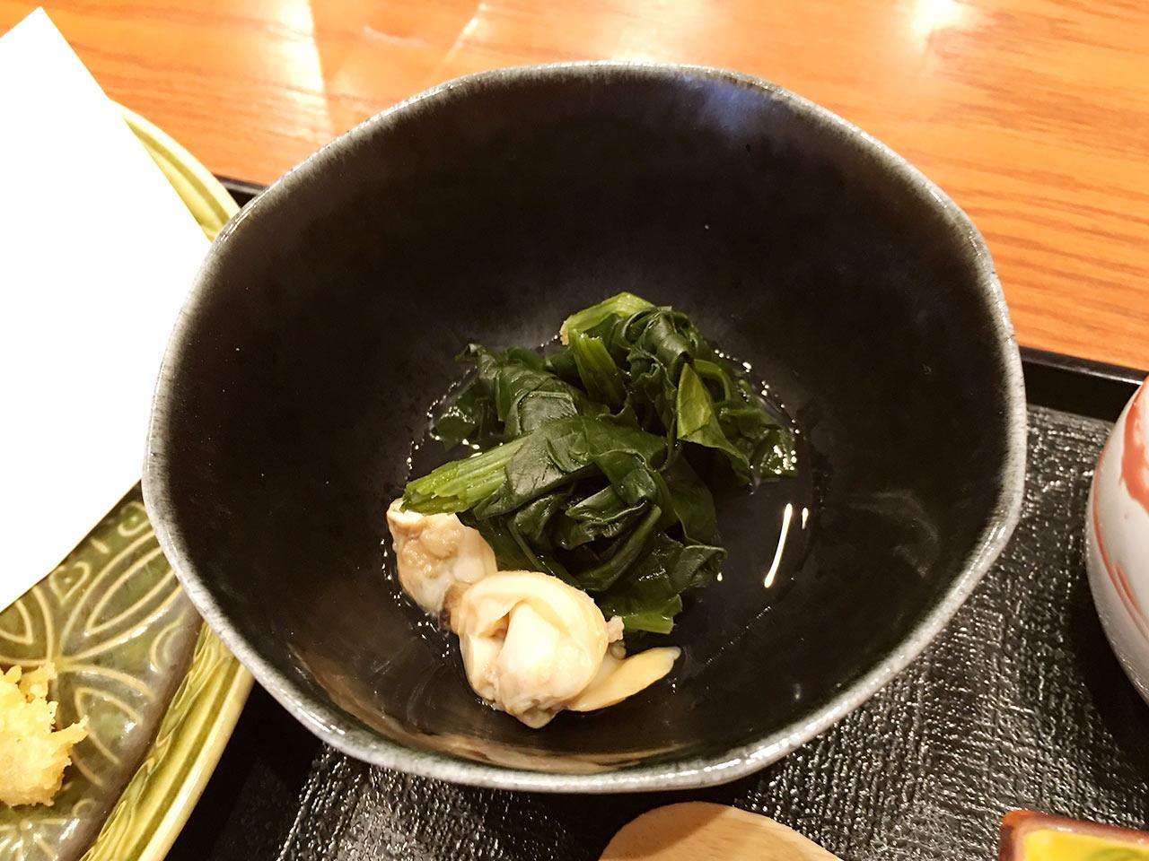 天ぷら割烹うさぎのわかめとあさりを煮たもの