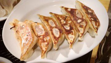 武蔵小山の餃子屋「ふく肉」が人気過ぎて店の外側の席に座らせてもらってごはん食べて来た