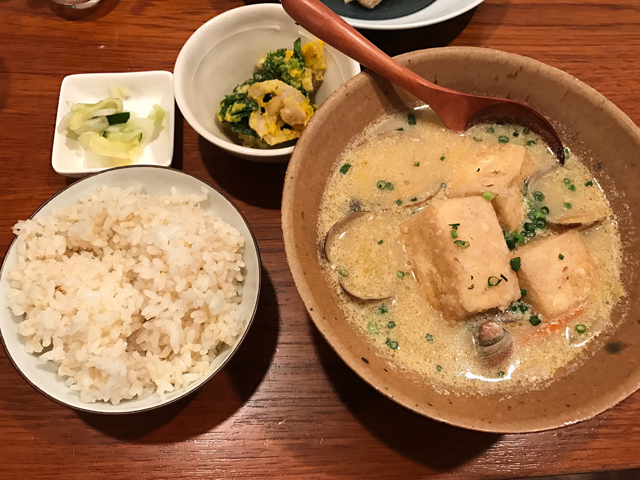 目黒の「aunt MIMI(アント・ミミ)」の揚げ豆腐のスンドゥブ豆乳みそ仕立て