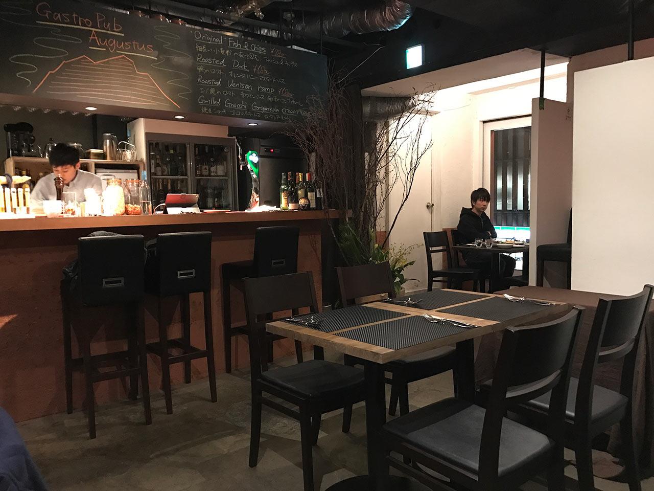 渋谷「ガストロパブ オーガスタス」の店内の様子