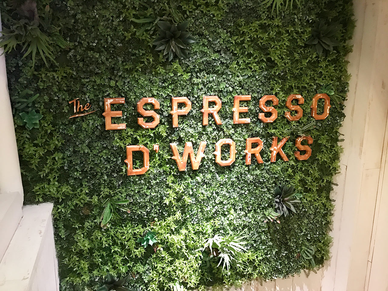 渋谷ESPRESSO D WORKSの入口の壁