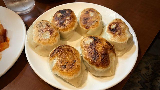 代々木駅前「曽さんの店」の餃子が皮もちもち肉汁ジュワーでうまかった!