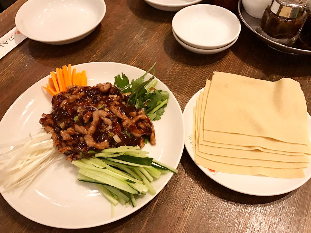 麻布十番「ダリアン」の肉みそと野菜の干し豆腐巻き
