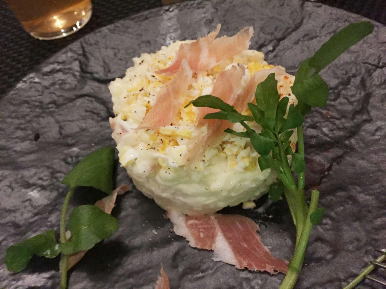 渋谷オーガスタスの生ハムポテトサラダ