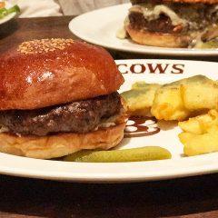 恵比寿「ブラッカウズ」の黒毛和牛100%のハンバーガーが肉感すごくてうますぎ!