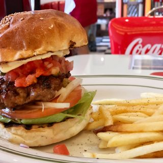 関連記事『日本大通り駅近くのハンバーガー屋「PENNY'S DINER」のハンバーガーが肉感があってインパクトがすごい!うますぎて通いたいお店!』のサムネイル画像