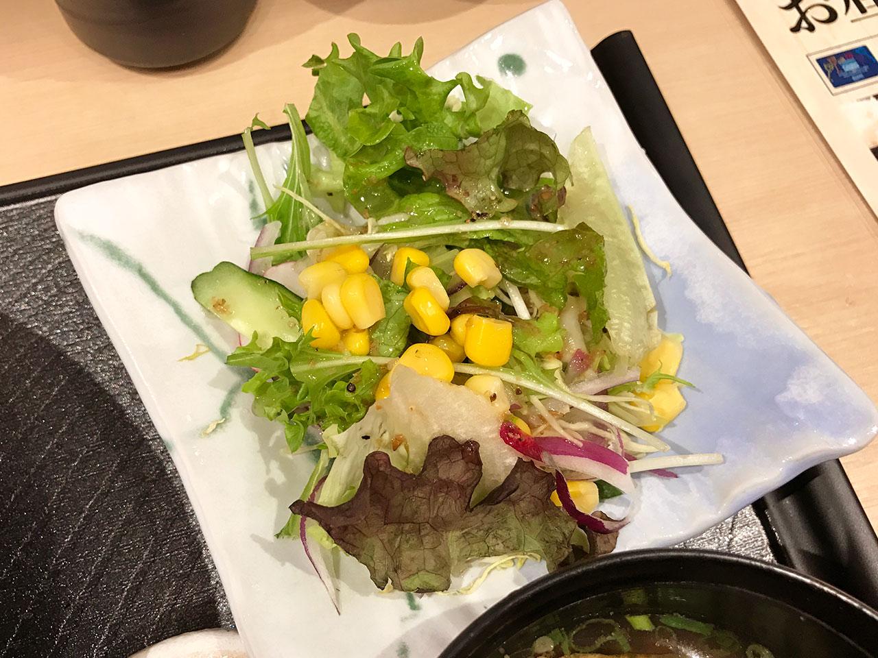 「串揚げいちまる」のサラダ