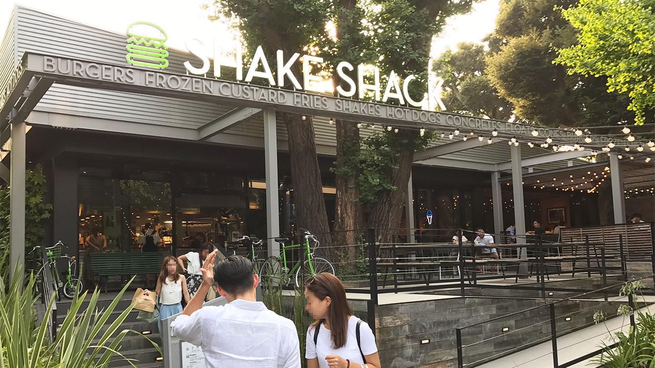 シェイクシャック外苑いちょう並木店