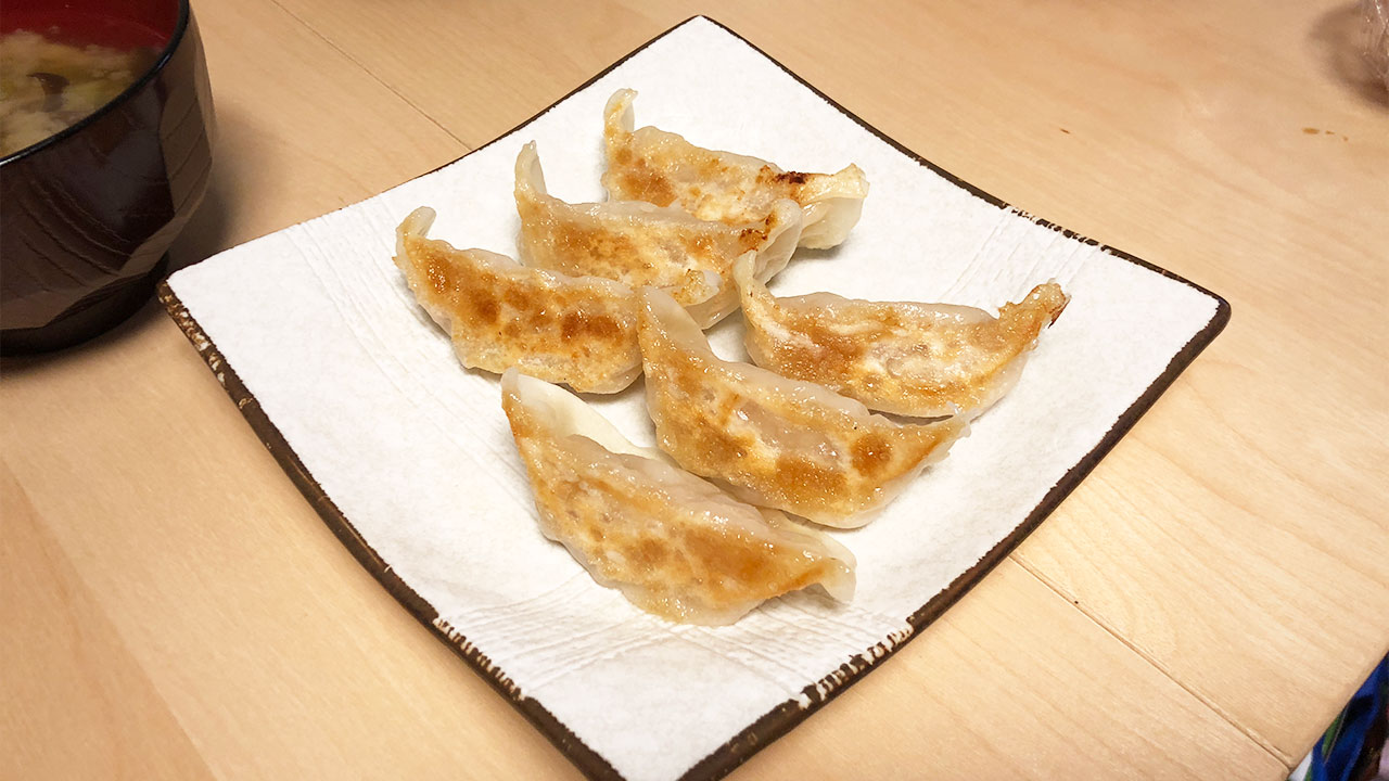 西小山「宝舞」の生餃子がうまくてリーズナブルで最高!