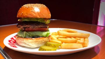 BROZERS'(ブラザーズ)のハンバーガーが絶品!綺麗に畳まれたレタスから伝わる職人的なハンバーガー!