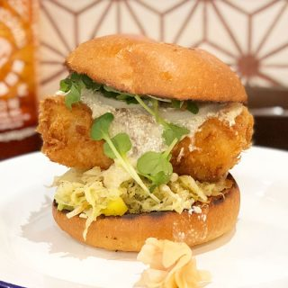 寿司職人プロデュースのハンバーガー屋「デリファシャス」のフィッシュバーガーが最高にうまい!