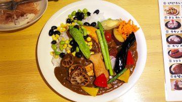 中野のトリコカレーで食べた野菜がたっぷり乗った「ピピカレー」が最高においしかった!